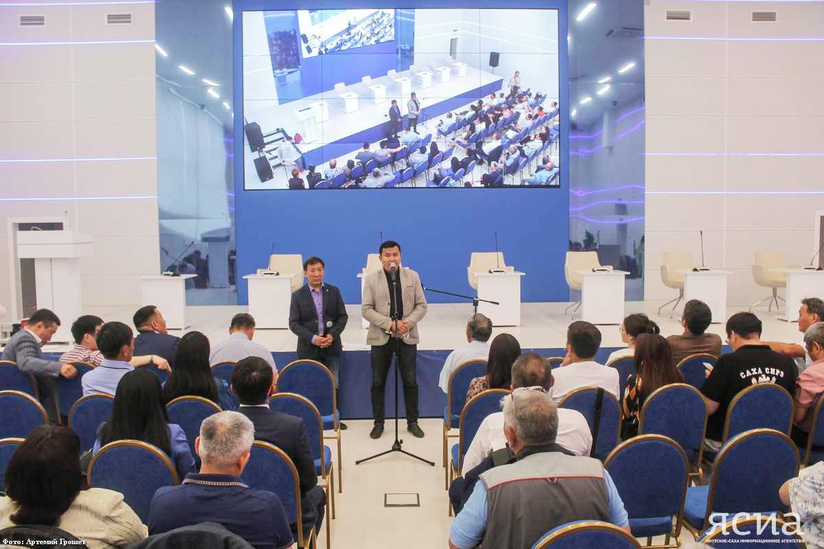 Общественность Якутии выступила в поддержку Айсена Николаева