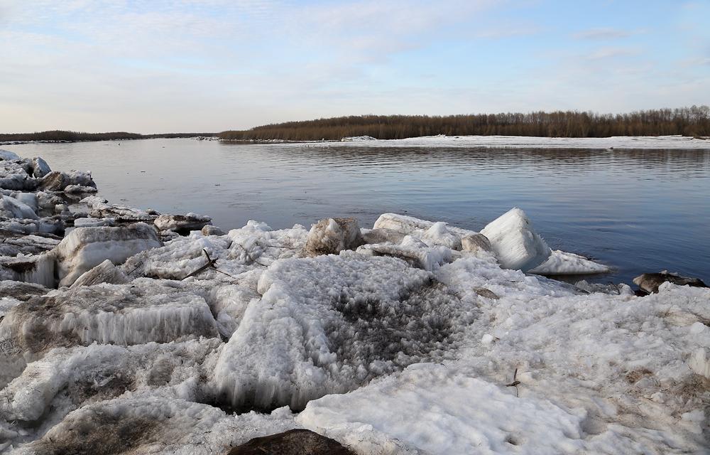 Инспекторы провели рейд по факту загрязнения реки Лены в Якутии