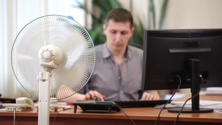 Роструд рекомендует сокращать рабочий день в жару