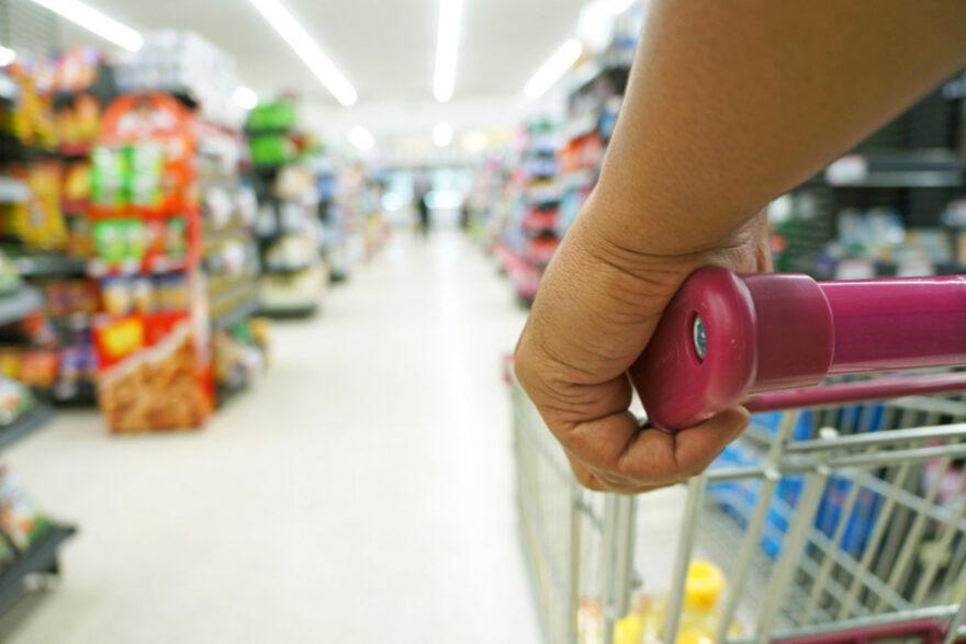 Кабмину рекомендовали снизить наценки на продукты первой необходимости