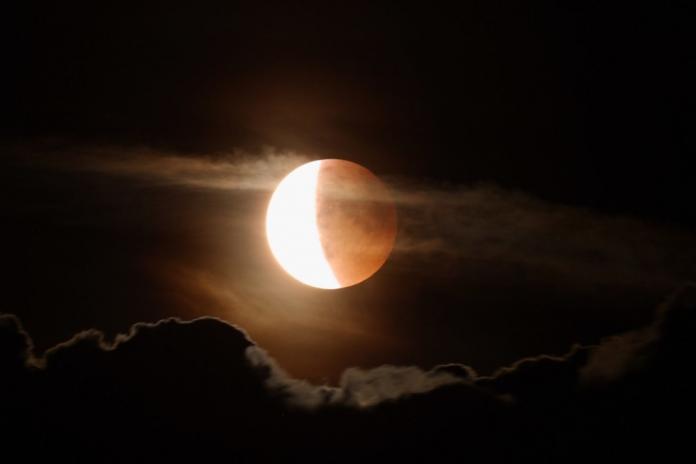 Жители Якутии увидят лишь частичное лунное затмение