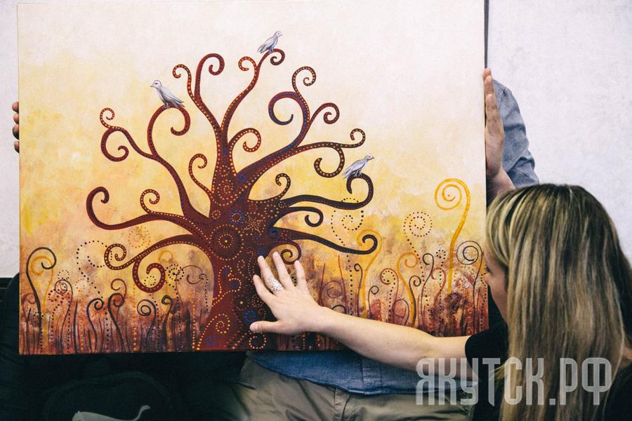 Художница из Сербии подарила свою картину Якутску