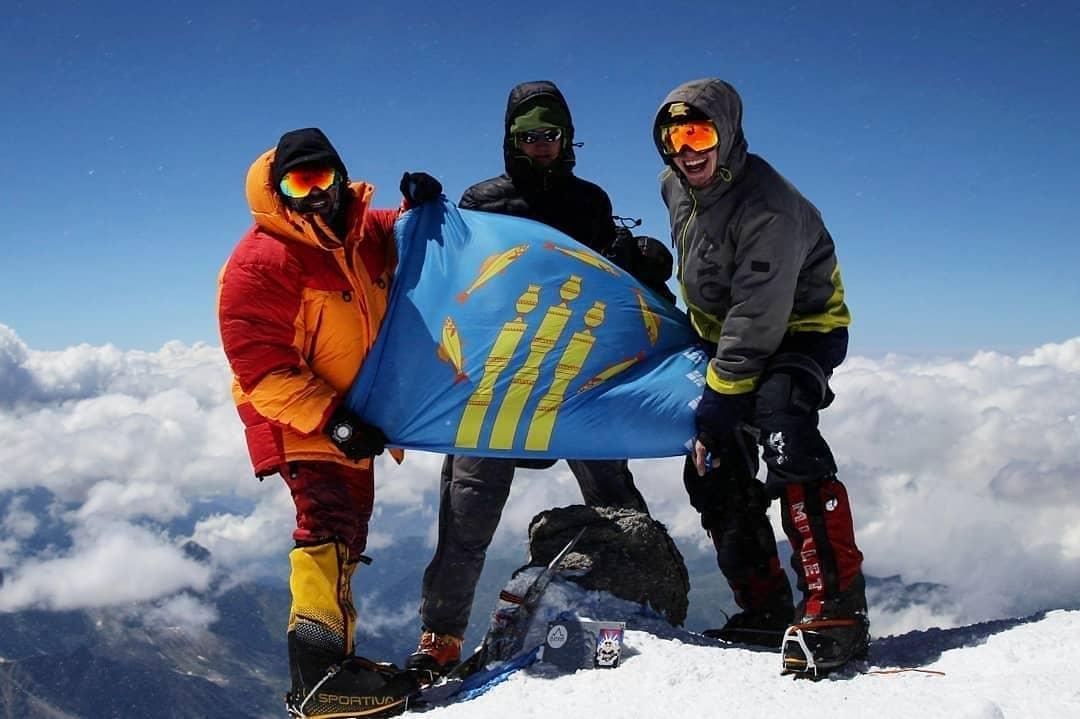 Четверо якутян покорили вершину горы Эльбрус