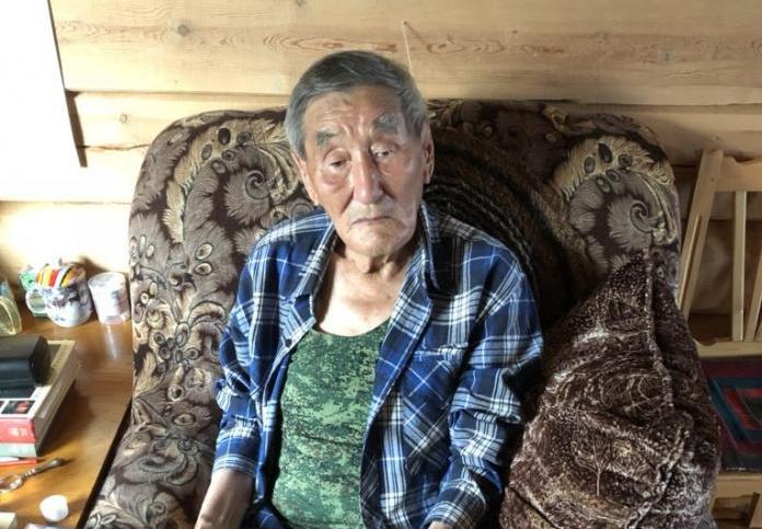 Крепкие табуреты прославили якутского мастера на всю Россию