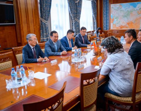 Врио главы Якутии Айсен Николаев встретился с советником правительства Гонконга