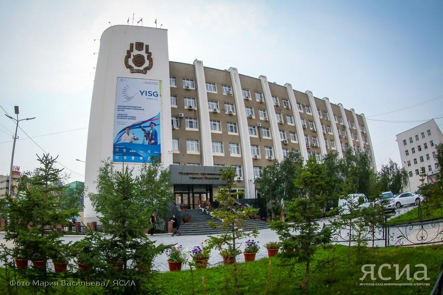 Не по дням, а по часам: число претендентов на пост мэра Якутска растет