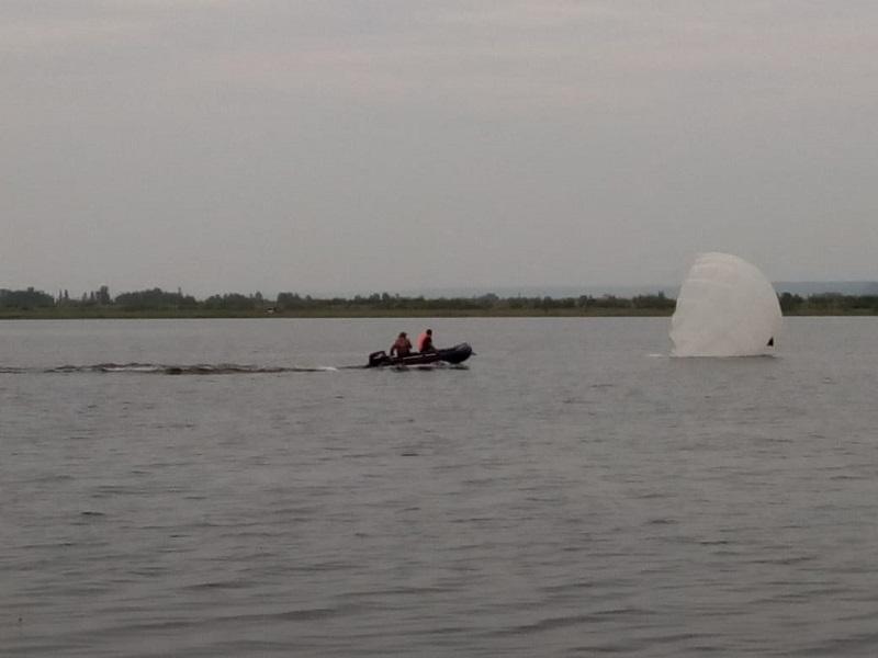 На озере Круглом в Капитоновке состоялась тренировка парашютистов