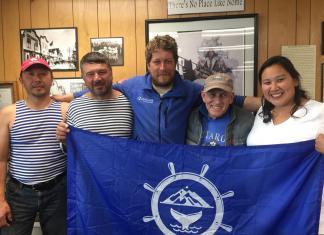 Якутский путешественник впервые в истории переплыл Берингов пролив на надувном катамаране