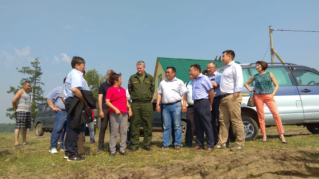 Владимир Солодов проверил ход ликвидации последствий паводка в Усть-Майском улусе