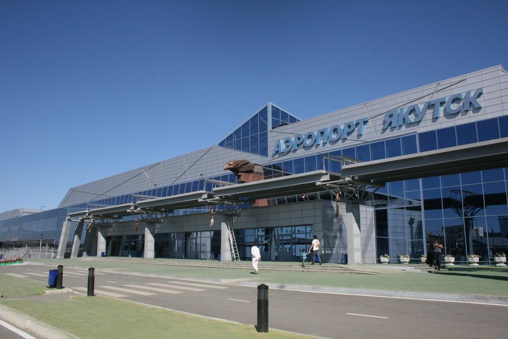 Владимир Сивцев разъяснил работу аэропорта Якутска во время реконструкции взлетной полосы