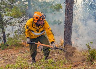 В Якутию направлены 27 авиапожарных