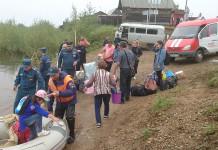 Более 80 машин застряли на переправе на Малой Ботуобии