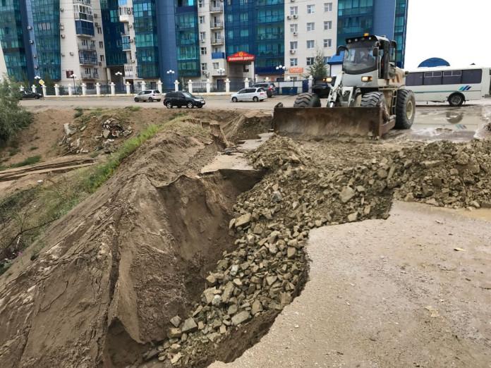 В Якутске устраняют последствия ночного ливня