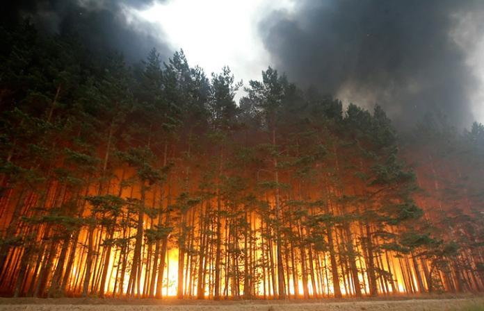В Якутии ведутся работы по тушению трех пожаров
