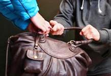 Днем ограбили женщину в Якутске