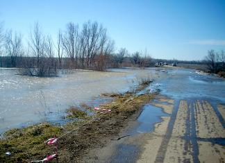 Районы, пострадавшие от паводка получат 133 млн на ремонт дорог