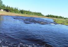 Движение на переправе через реку Малая Ботуобия автодороги «Вилюй» в Якутии закрыто
