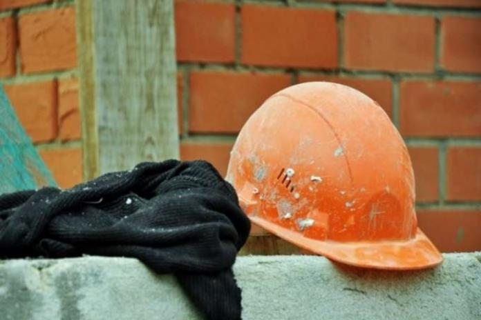 По факту гибели рабочего на стройке возбуждено уголовное дело