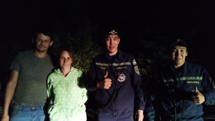 Спасатели нашли потерявшуюся в лесу женщину