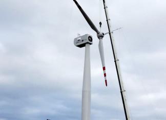 В Тикси смонтирована первая ветроустановка