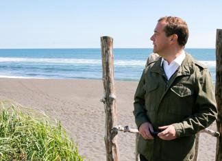 Правительство объяснило «пропажу» Медведева Подробнее на РБК: https://www.rbc.ru/society/23/08/2018/5b7ee2319a7947665b0e118b
