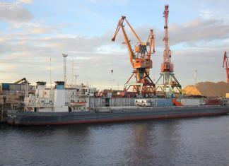 Завоз грузов в районы Арктики идет в сложных условиях