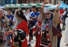 Танцы, песни и национальные игры в центре Якутска