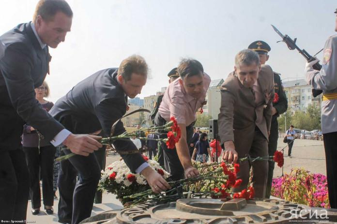 Якутяне возложили цветы в день Победы в Курской битве