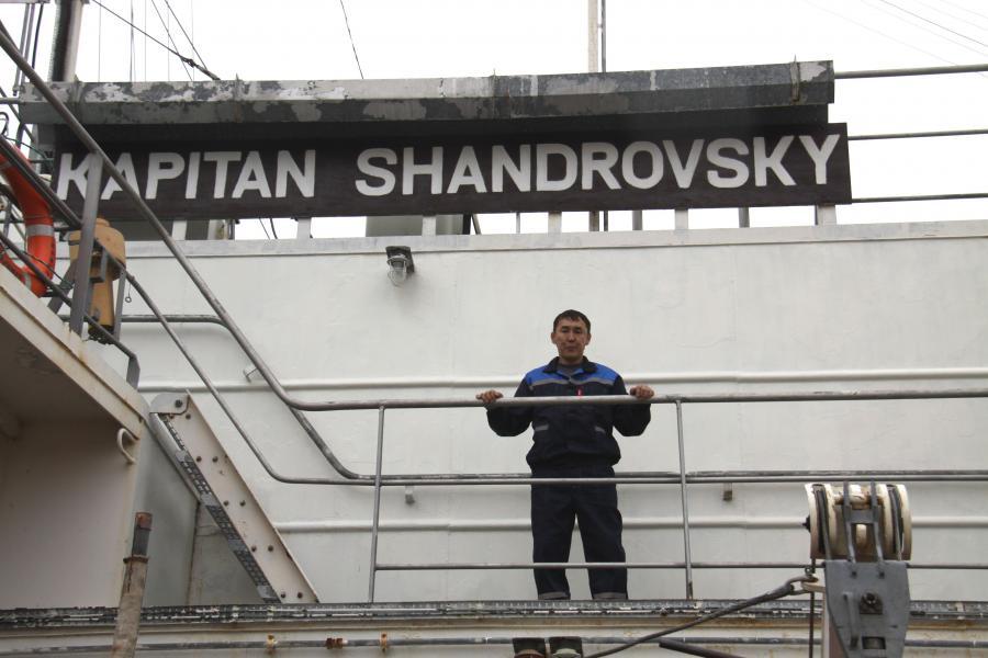 «КапитанШандровский» первым идет на Колыму