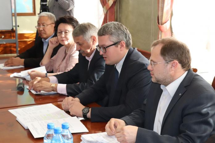Владимир Солодов встретился с учеными Академии наук республики