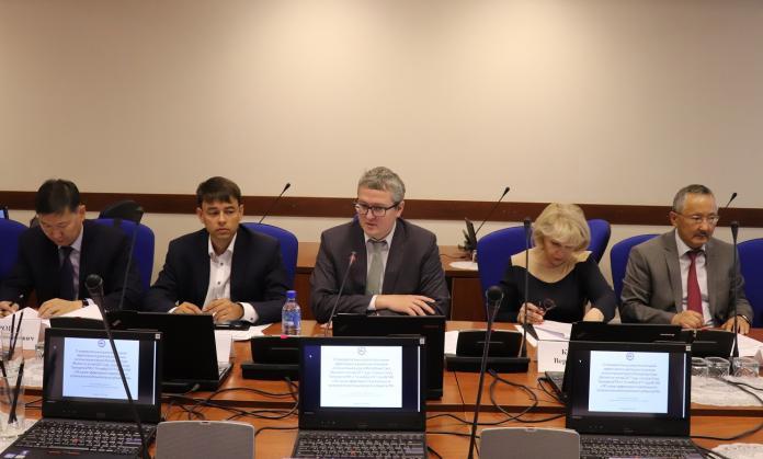 В правительстве обсудили эффективность деятельности органов исполнительной власти Якутии в 2017 году