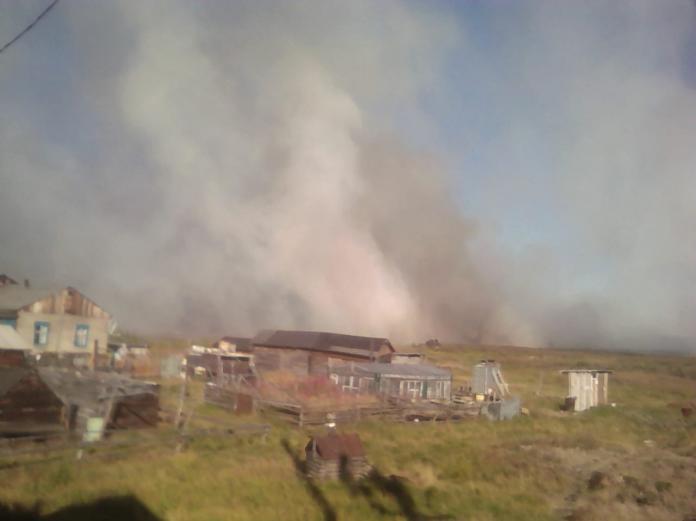 В Усть-Янском улусе эвакуируют жителей из-за лесного пожара