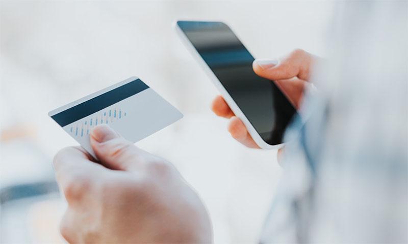 За выходные двое человек стали жертвами мобильных мошенников