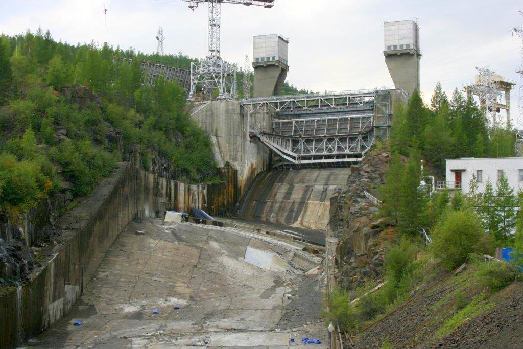 На Каскаде Вилюйских ГЭС продолжается ремонт водосбросного канала