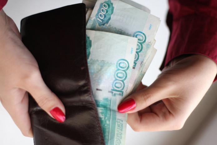 Девушка украла у подруги 10 тысяч рублей