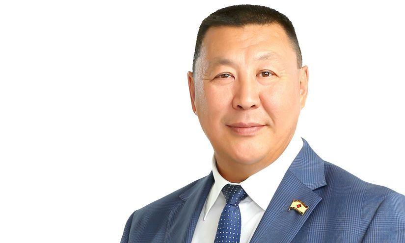 Александр Саввинов поздравил якутян с годовщиной окончания Второй мировой войны