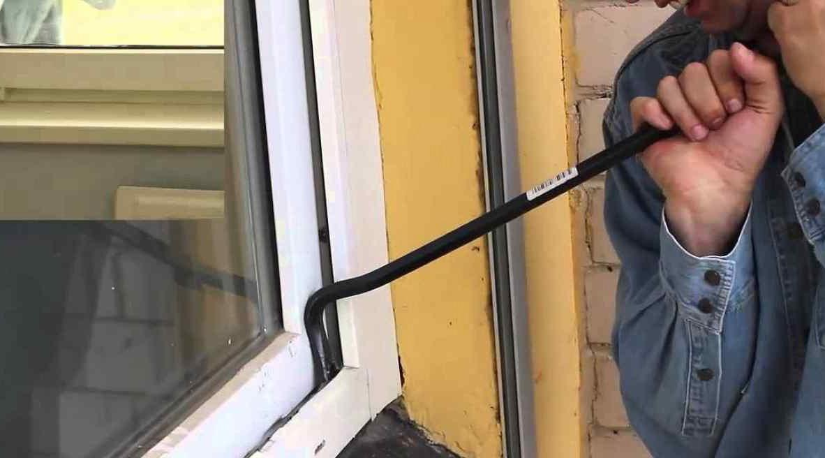 В Ленске домушник унес электропилу, сковородку и аккумулятор для авто