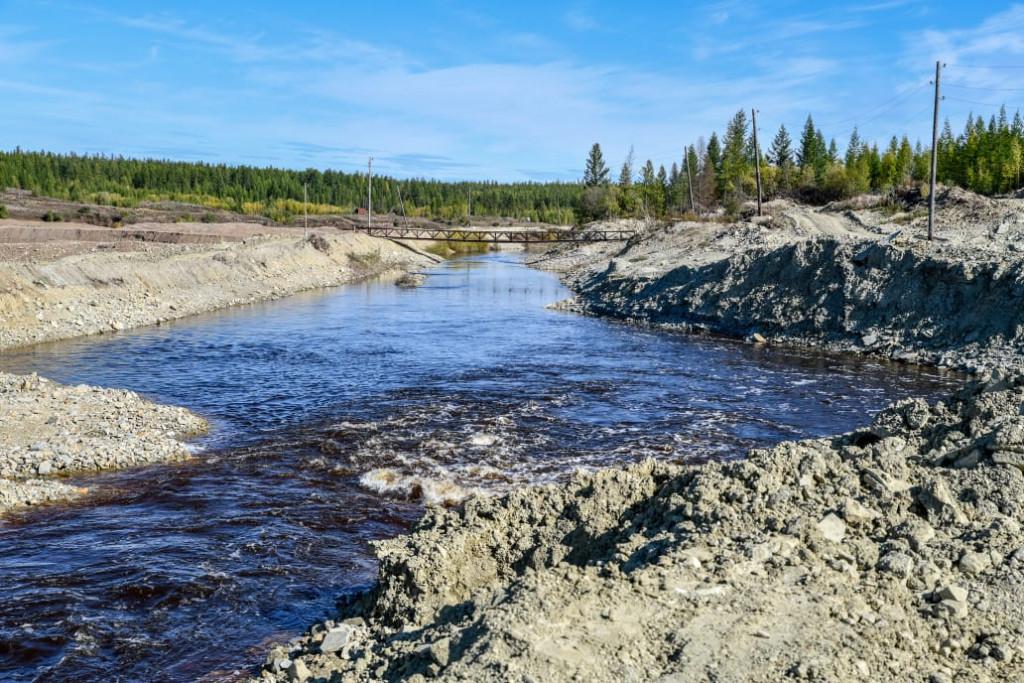 Айсен Николаев обследовал состояние дамб реки Ирелях