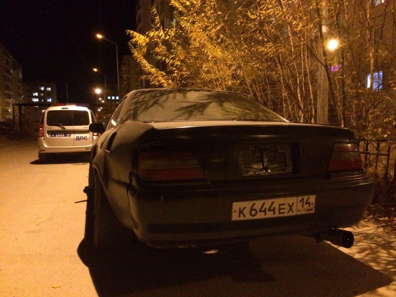 """Лихач на """"тойоте"""", гонявший по ночным улицам Якутска, задержан инспекторами ДПС (ВИДЕО)"""