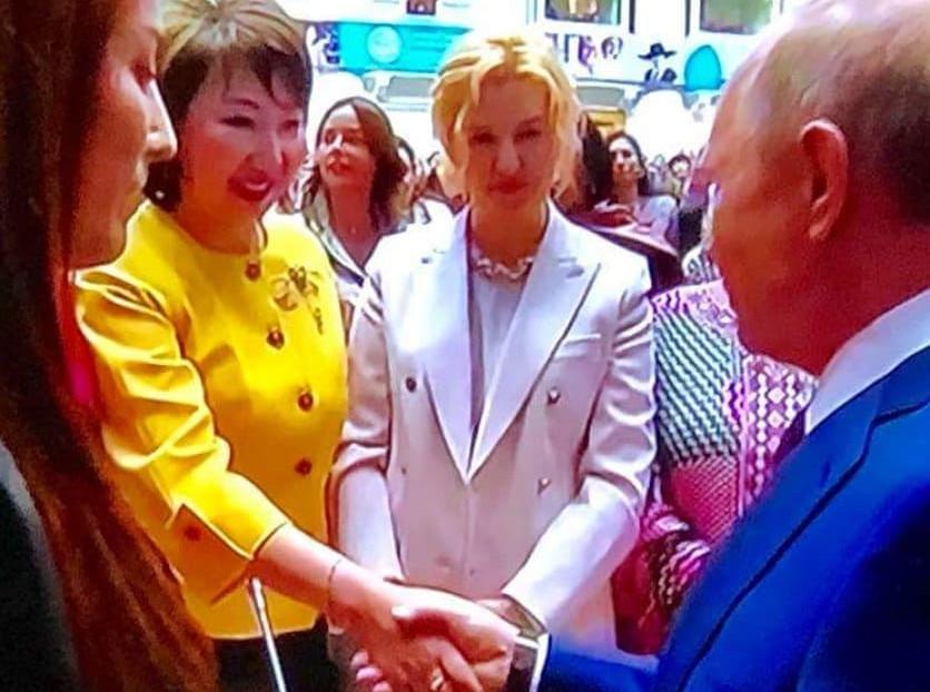 Владимир Путин поинтересовался у лидера женщин Якутии о подготовке к зиме