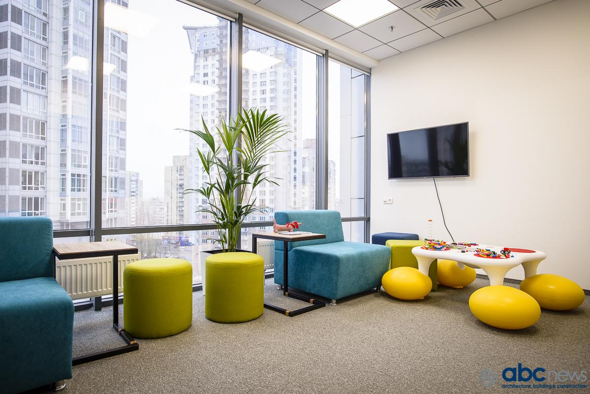 Минтруд предложил открывать детские комнаты в офисах