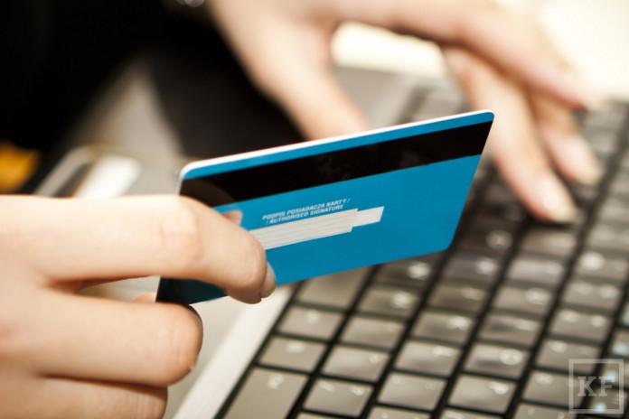 Женщина оплатила покупки в интернет-магазине найденной банковской картой
