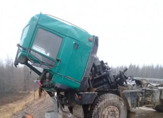В Алданском районе произошло столкновение двух большегрузов