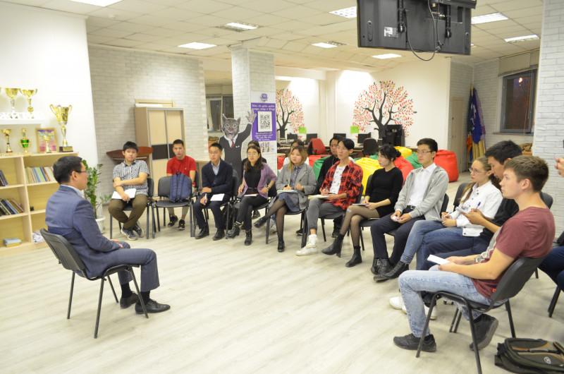 Участники Школы парламентаризма в Якутии встретились с народным депутатом