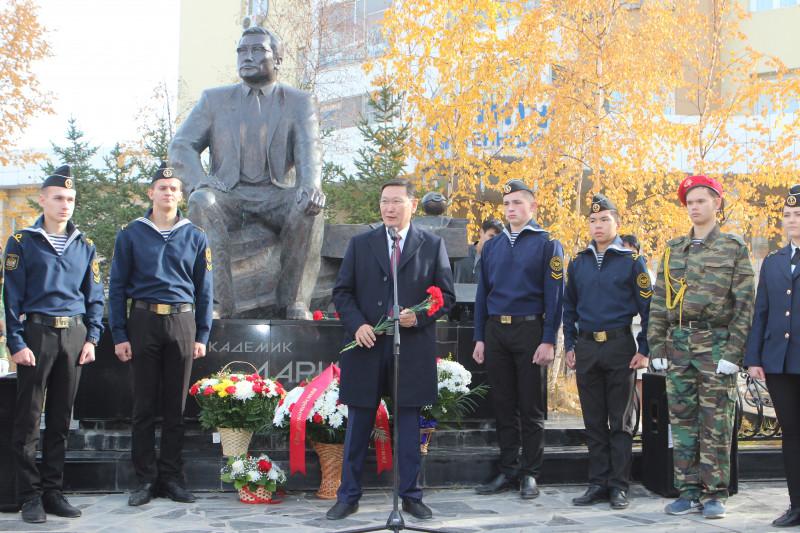 В  День государственности Якутии воздали дань признательности Владимиру Ларионову