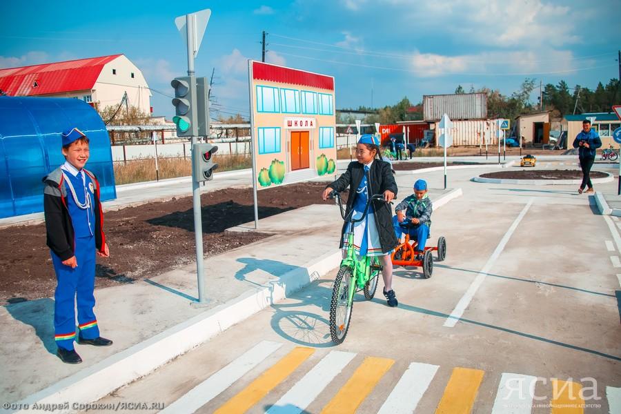 В центре «Сосновый бор» открылся детский автогородок «Безопасная дорога»