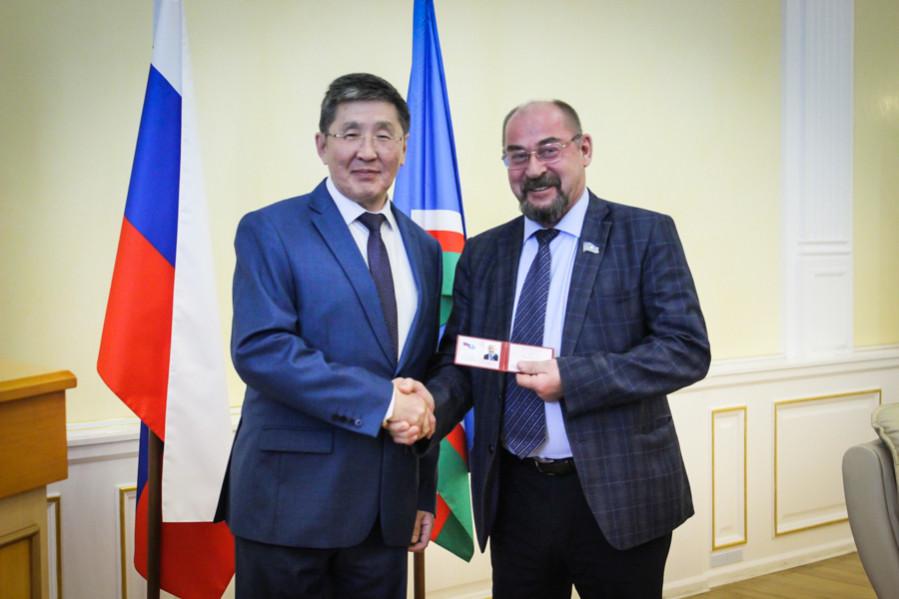 В Якутии выдали мандаты народным депутатам