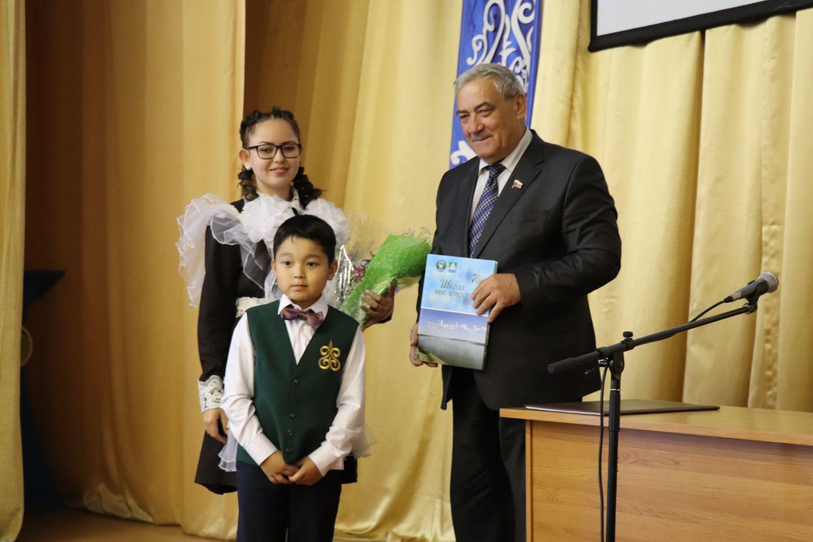 Вячеслав Штыров принял участие в закладке первой сваи Томпонской гимназии
