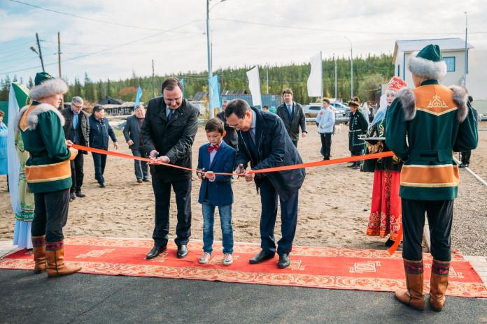 Айсен Николаев открыл новый стадион в селе Арылах