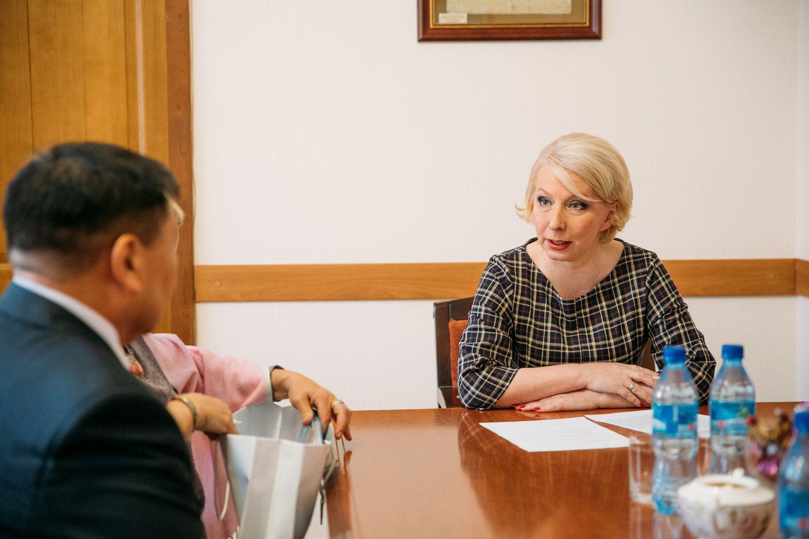 Ольга Балабкина и Эрдэни Жалцанов обсудили вопросы, стоящие перед современным театром